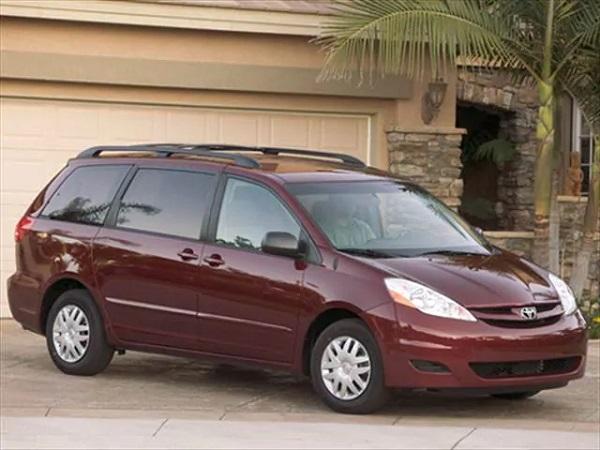 2008-Toyota-Sienna-minivan