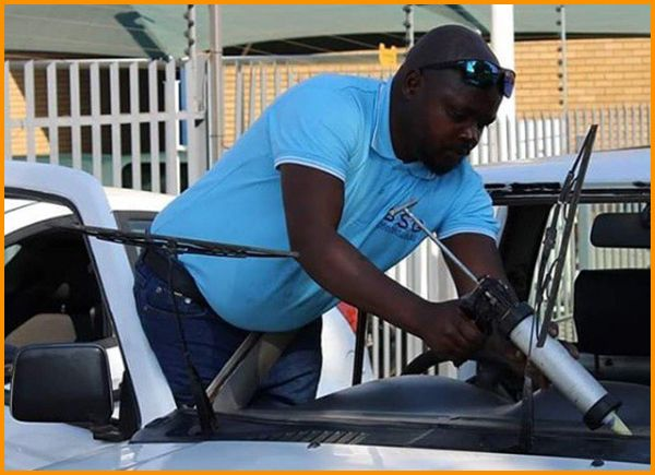 man-replacing-car-windshield