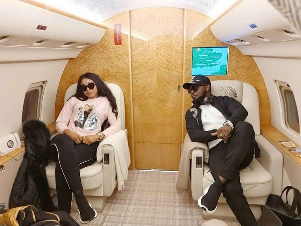 image-of-a.y-comedian-and-wife-inside-private-jet
