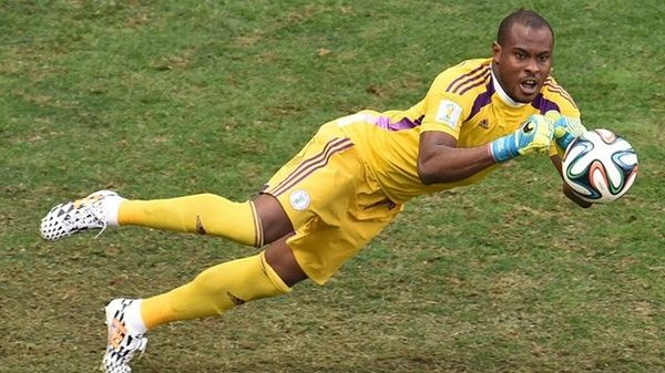 Vincent- Enyeama -catching- a- ball- in- the- pitch
