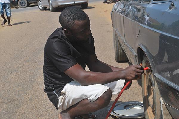Roadside-Nigerian-Vulcanizer