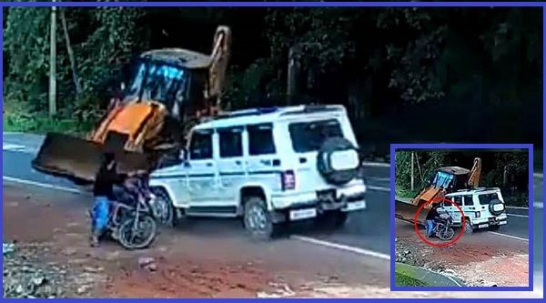 Accident-in-India-involving-a-JCB-machine-Mahindra-Bolero-SUV-and-a-bike