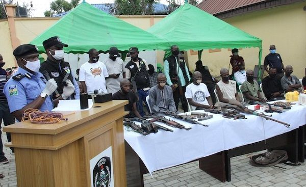 Nigeria-police-revealing-the faces-and-weapons-of-arrested-cross-border-carjackers