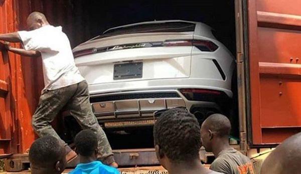 Lamborghini-Urus-at-Nigerian-Customs