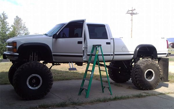 Modified-trruck-with-ladder-on-the-side