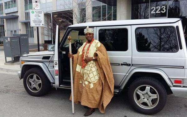 oluwo-of-iwoland-driving-himself-in-a-g-wagon