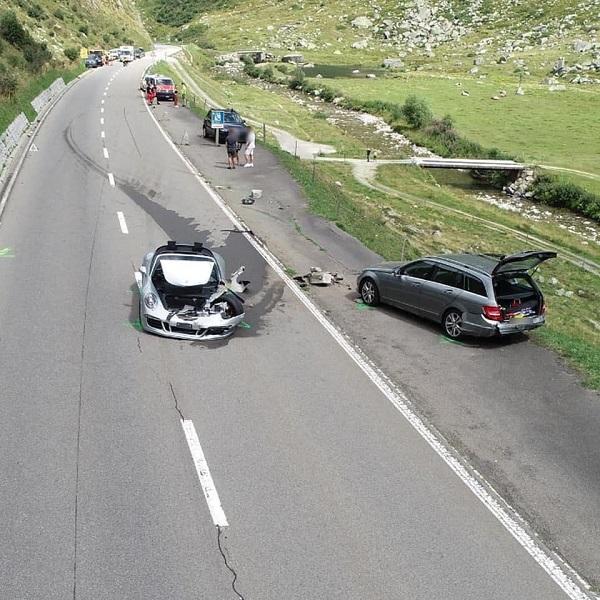 image-of-porsche-911-gts-crash-in-switzerland-alongside-bugatti-chiron
