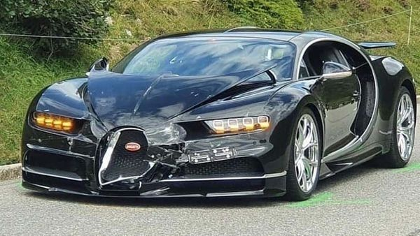 image-of-crash-involving-bugatti-chiron-and-porsche-911-gts-in-switzerland