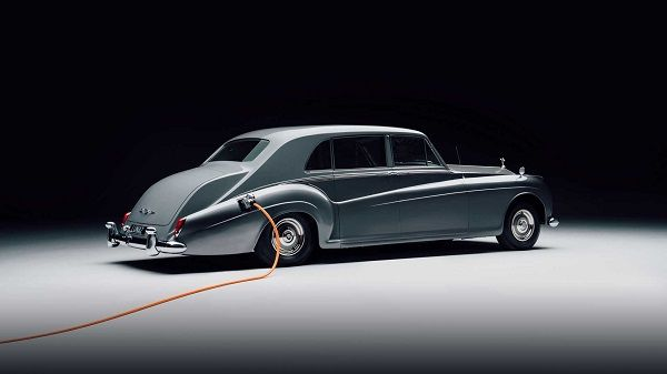 image-of-Rolls-Royce-classic-electric-car
