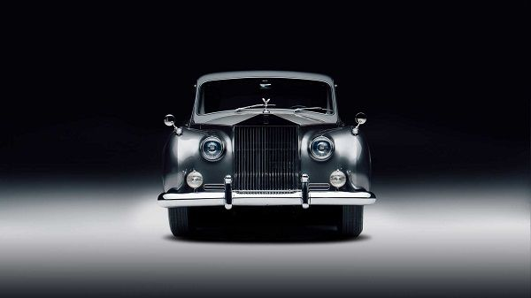 image-of-first-electric-vintage-rolls-royce-on-the-planet