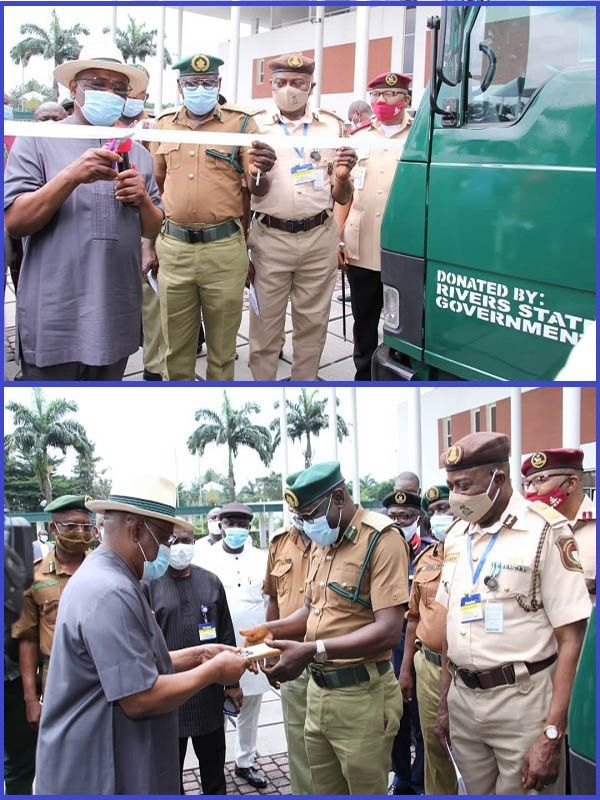 Governor-Wike-of-Rivers-State-presenting-operational-vehicles-to-the-Nigerian-Correctional-Service