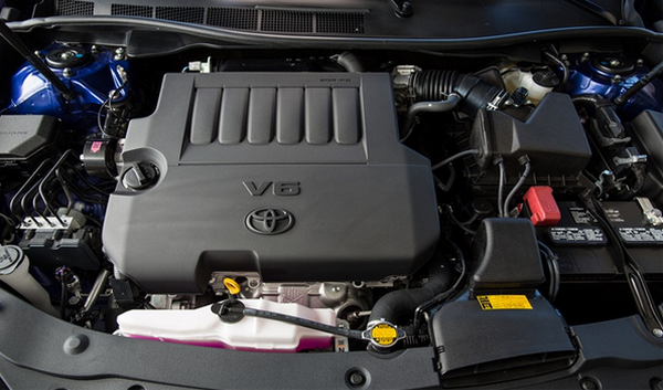 Engine-compartment-of-the-2015-Camry
