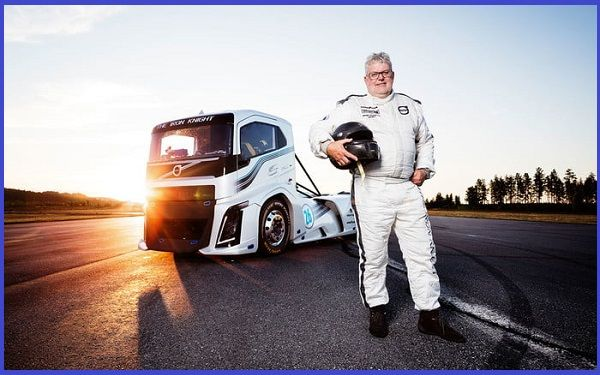 Boije-Ovebrink-poses-with-the-Volvo-Iron-Knight-truck-during-speed-test