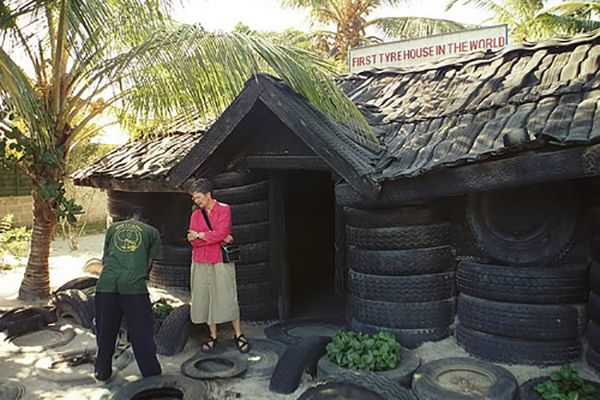 House-built-with-old-car-tyre