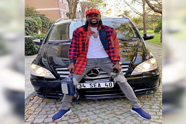 adebayor-and-his-Customized-Mercedes-Benz-Viano-van