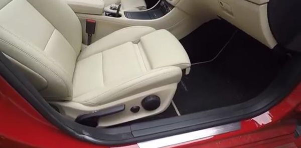 Mercedes-Benz-CLA-seat-adjustment-control
