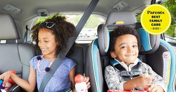 2-kids-in-a-car