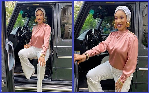 Nollywood-actress-Tonto-Dikeh-poses-with-her-new-Mercedes-Benz-G-Wagon-SUV