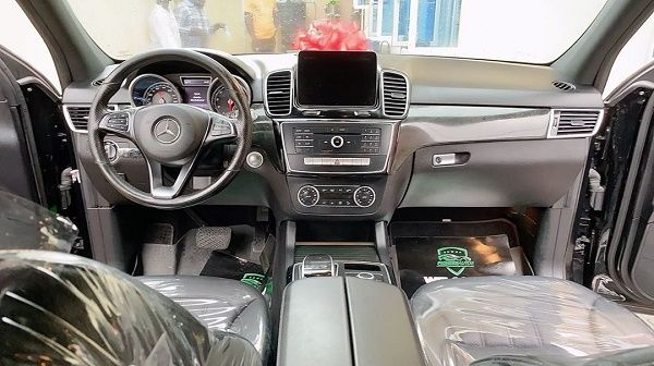 interior-of-2017-Mercedes-Benz -GLE -350 -4MATIC