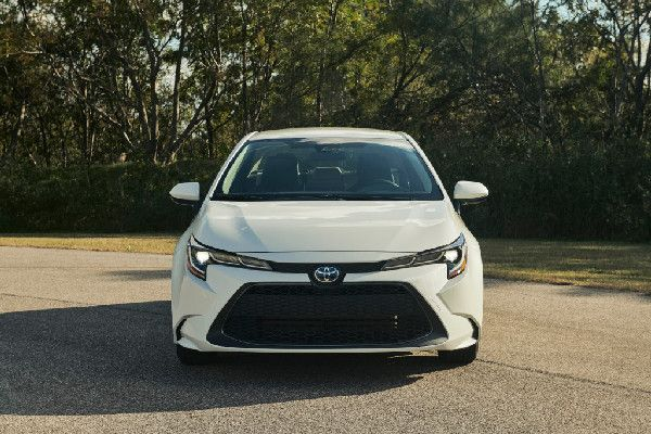 2020-toyota-corolla-front-view