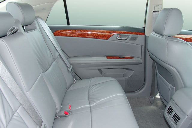 Rear-seat-of-the-Toyota-Avalon-2007