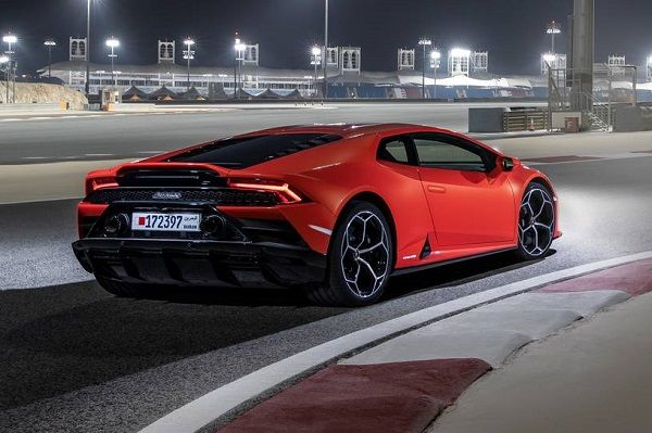 image-of-Lamborghini-Huracan-rear-view
