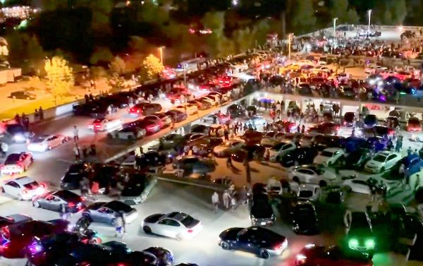 image-of-thousands-of-people-at-risk-of-coronavirus-at-car-show-in-california