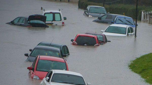 flooded-cars-on-the-road