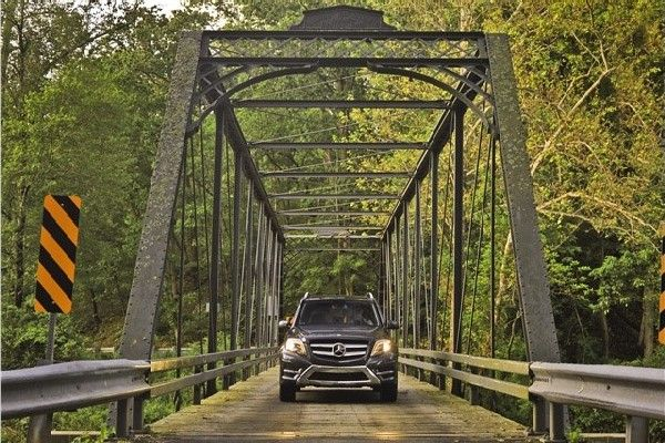 mercedes-benz-glk-class-on-a-bridge