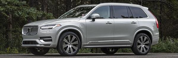 angular-front-of-a-Volvo-SUV