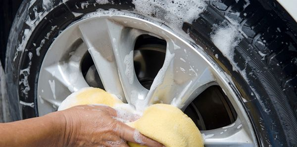 washing-car-rims