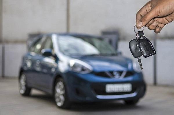 car-key-and-car