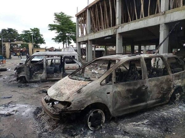 image-of-armed-thugs-looted-NPA-in-Marina-Lagos