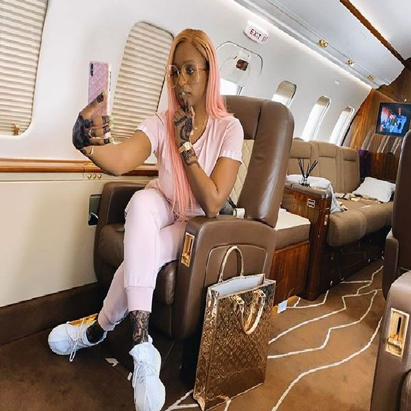 cuppy-selfie-on-her-private-jet