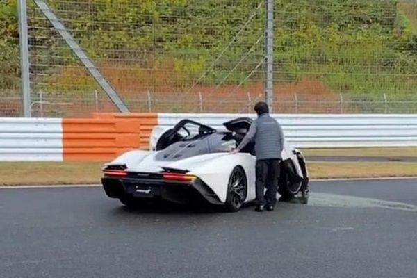 image-of-McLaren-Speedtail-severely-damaged-after-a-crash-in-fuji-speedway