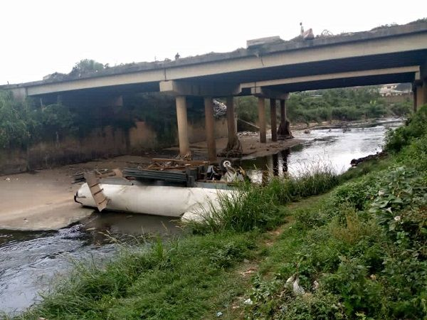 image-of-tanker-fell-off-soka-bridge-in-ibaan-city