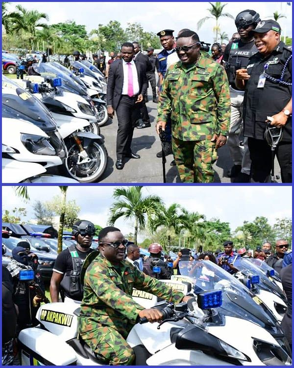 Cross-River-state-governor-pcitured-at-the-lauch-of-Operation-Akpakwu-security-outfit