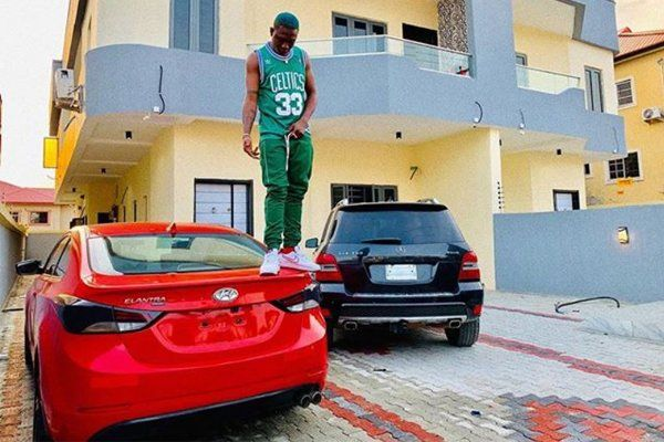 Zlatan-Ibile-stands-on-his-Hyundai-Elantra-car-while-posing-for-a-photo