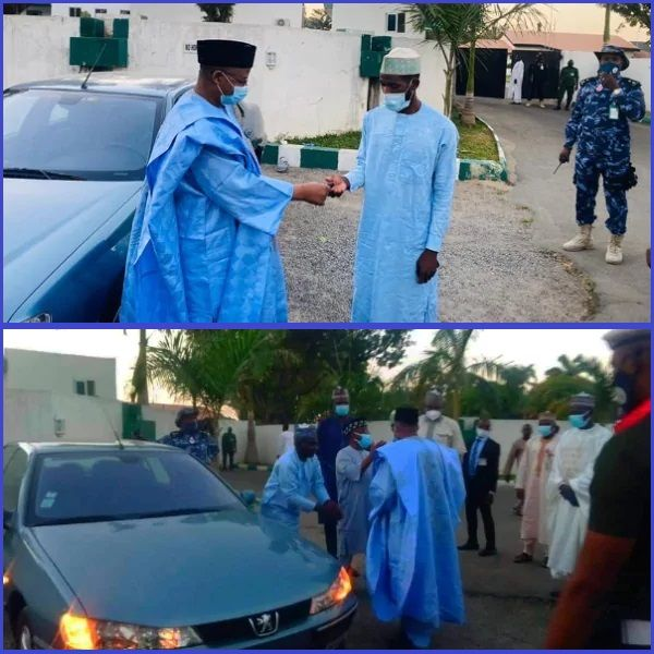 Photos-showing-Bauchi-state-governor-giving-out-a-car-to-the-man-who-trekked-for-him