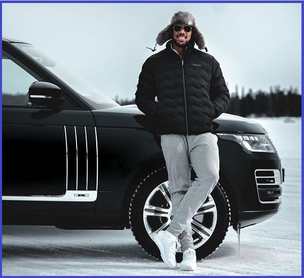 Anthony-Joshua-poses-with-a-2021-Range-Rover-SUV