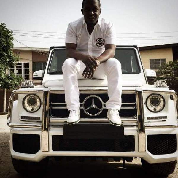 M.I-Abaga-on-his-car