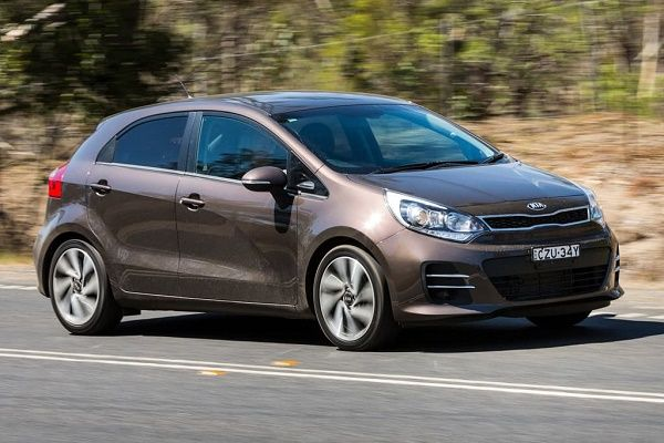 angular-front-of-the-KIA-RIO-running-on-the-road