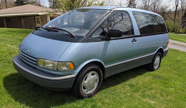 1999-toyota-previa-exterior