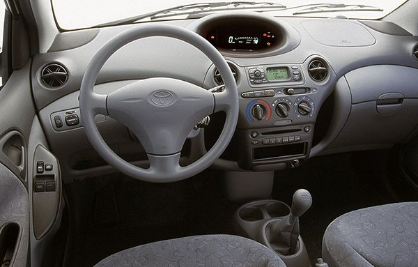 toyota-echo-sedan-interior