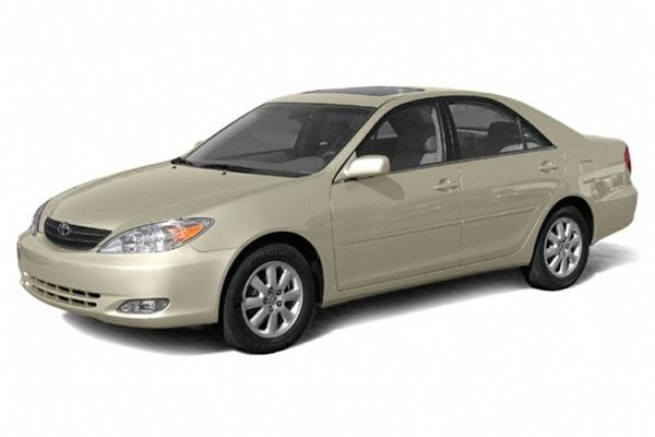 toyota-camry-2005-front-angle