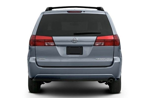 rear-end-of-the-Toyota-Sienna-2005