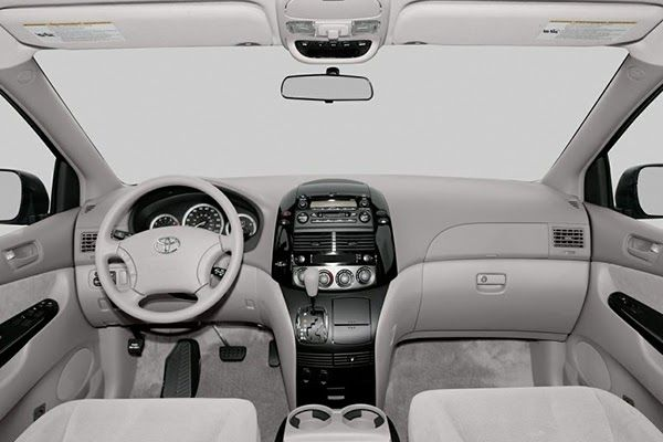 cabin-of-the-Toyota-Sienna-2005