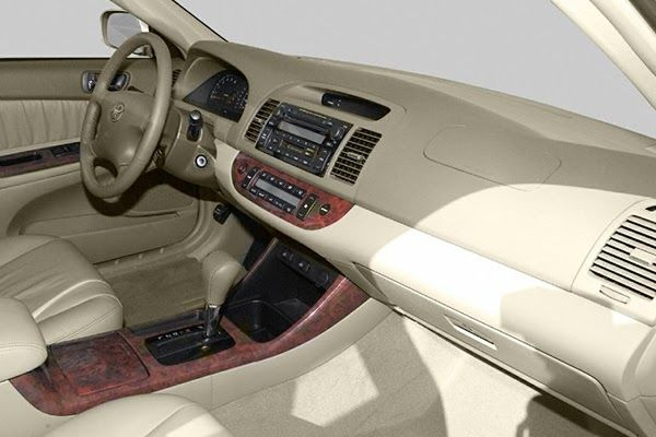 dashboard-of-the-Toyota-Camry-2003