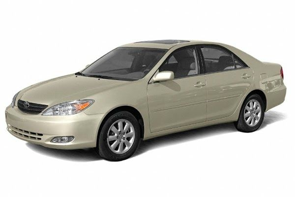 angular-front-of-the-Toyota-Camry-2003