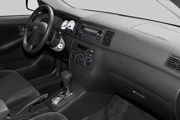 cabin-of-the-Toyota-Corolla-2004